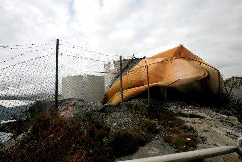 Mye forurenset grus står inne på Vesttank sitt område i Sløvåg.