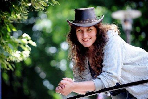 Angela Lidin flyttet først fra Sverige til Gvarv, og nylig flyttet hun og familien til Porsgrunn. For tiden er hun ute med albumet «Sometimes I am». Albumet skal lanseres i hele Norden.