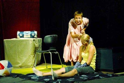 Dæ-Dæææ: Babyteateret Dæ-Dæææ med Anita Schjøll Brede og Margrethe Beck Heien er en spennende start for de aller yngste teatergjengerne.