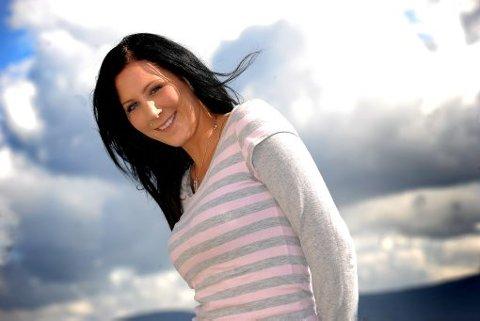 PÅ UTANLANDSK RADIO: Britt Eva Rugaas Pettersen slepper laurdag «Backstabber» i utlandet og her til lands.