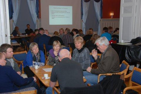 Det  var atskillig diskusjon rundt bordene før man kom frem til enighet om  hva man ønsket å sette fokus på.