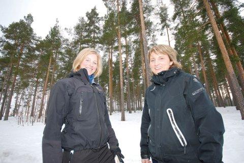 Ellen Blom (t.v.) fra Helsedirektoratet fikk inngående kjennskap til driften ved Frisklivssentralen i Modum gjennom møtet med leder Jorunn Killingstad.