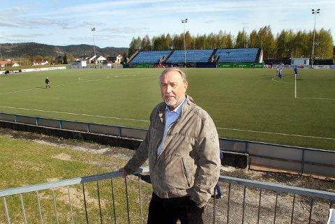 HÅPER: Hans Morgan Realfsen leder Pors IF - en stor og driftig klubb med 1200 medlemmer. Nå håper han å gi området rundt klubbhuset og stadion en ansiktsløftning, til tross for at Pors City falt i grus.