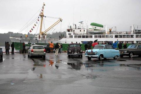 Stavanger var ein av dei første båtane som kasta loss søndag etter den flotte Fjordssteam festen i Florø