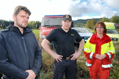 SAMMEN: Per Ansgar Østby, Espen Bråthen og Kristin Lilleeng er med i Utrykningspersonellets Fellesforbund. De synes det er absurd at ambulansetjenesten ikke skal være under samme tak som brannvesen og politi. FOTO: HELGE RØNNING BIRKELUND