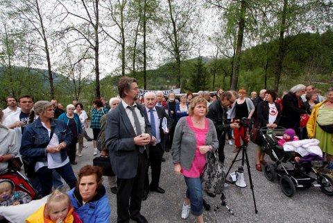 VINNARANE: Ordførar Håkon Myrvang, Harald Kvame og Trude Meek (i midten) samla klart fleirtal for reguleringsplanen.