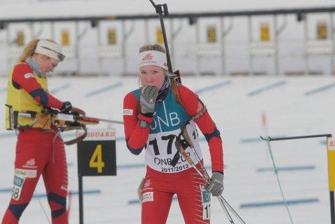 Her er det slutt i supersprinten for Nina Støvern. Hun kom inn som nummer to på standplass til siste skyting, men fikk ikke ned alle blinkene og ble tatt ut av konkurransen.