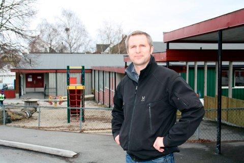 Thor Kamfjord er Aps gruppeleder i Utvalg for barn, unge og kultur (BUK), og han vil ha bygget både ny Brevik skole, barnehage  og en flerbrukshall så raskt som mulig. Han vil kjempe for at planleggingen og skisseprosessen starter umiddelbart.