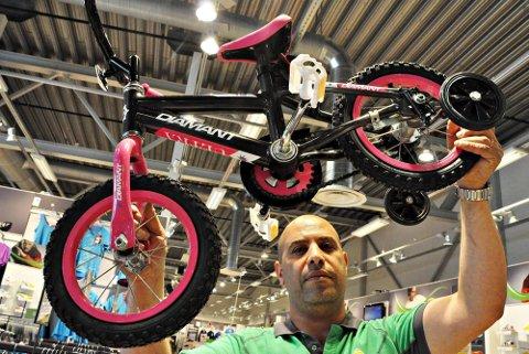 Ny type: Denne sykkelen veier lite og er dermed enklere for de miste å lære seg å sykle på, sier Yair Lulai hos Gresvig.
