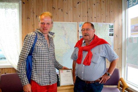 - Du og de andre i Victoria Boys fortjener prisen som Sommerens Servicehelt, sier den islandske båtturisten Palbi Gardarsson som hadde fått ødelagt roret til den 50 fots store seilbåten sin. Da han kom inn på Langesund Turistservice fikk han lokalkjent hjelp til sleping av båten inn til Skjerkøya.