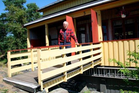 John Helge Framnes var selv elev på aktivitetsleiren på Hestholmen som guttunge. Nå er han tilsynsmann for stiftelsen Christiania Opfostringshus som fortsatt er eier av Hestholmen. Dette er  internatbygget der sovesalene ser ut slik de ble opprinnelig bygget og innredet etter en brann i 1938.