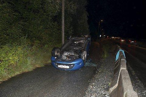 Bilen havnet på taket i Steinestøvegen på Breistein. Føreren, en mann i 30-årene, endte til slutt i politiets arrest. Han er mistenkt for bilkjøring i ruspåvirket tilstand.