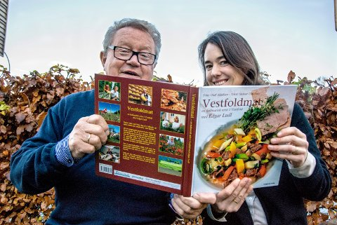 Frister med lokale råvarer: Edgar Ludl har laget oppskriftene i «Vestfoldmat ? en kulinarisk reise i Vestfold» som Karine Huseby har ivret for å relansere. foto:  Kjersti Bache