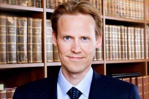 Arbeidsrettsadvokat Eivind Arntsen reagerer kraftig på Dima Delievas kontrakt.