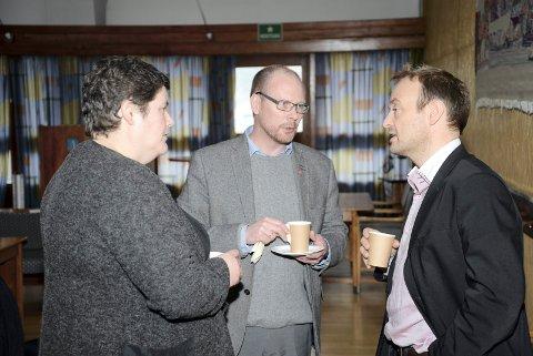 SYKEHUS: Ingunn Golmen og Mons Otnes i samtale med Espen Remme (til høyre).