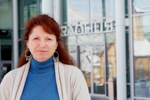 HAR PRØVD: Marianne Knapp i Tromsø kommune sier de har prøvd alle løsninger, uten å komme til enighet med den siste grunneieren.  Foto: Yngve Olsen Sæbbe