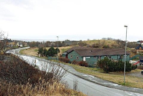 Kristiansund kommune vil kjøpe tomta for å bygge ny barnehage i Karihola - ved siden av den som allerede ligger der. Foto: Bjørn A. Hansen