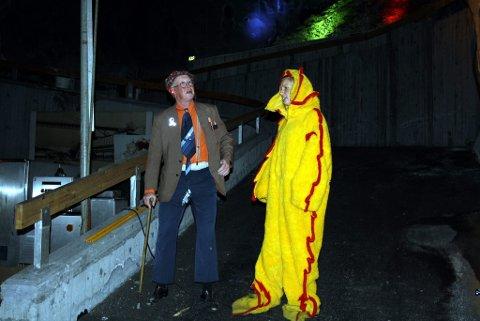 Det kommer til å bli en helt spesiell opplevelse når Breviksrevyen skal spille revy inne i Diplom-Is-fjellet. Her Per Henrik Rydning som «Pilten» og Anne Malin Halvorsen som er «Eskemonika».