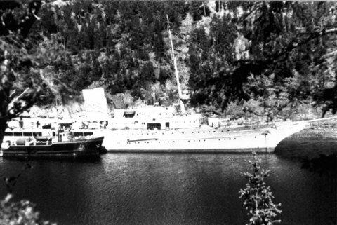 Aviso Grille: Bygd i Hamburg ved Blohm & Voss for 80 år siden (1934). Lengde: 135,10 m, br.13,50 m. Besetning: 248 ? 257. Tonnasje: 3438 tonn.  Foto utlånt av Narviksenteret m/Krigsmuseet.