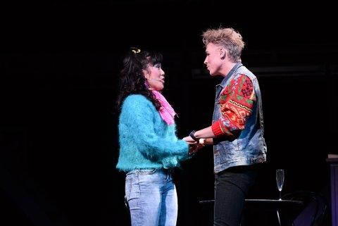 Hege Yvonne Heggem og Malvin Nøsen er blitt kjærester. Her fra forestillingen Flamme som ble satt opp i Kristiansund i forrige uke. Foto: Bjørn A. Hansen
