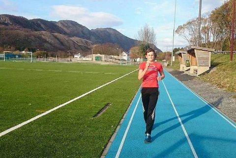 Einar Bjøru var med på samling i kappgang i Bergen. Der satte han kretsrekord på 2000 meter.