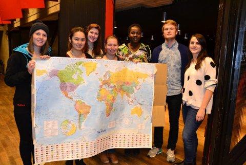 Fra venstre: Aina Anthi fra Norge, Teresa Southwell fra Australia, Caroline Pledger fra USA, Sabine Gios fra Tyskland, Edin Kitsuo fra Kenya, Helge Schwitters, internasjonalt ansvarlig i Norsk Studentorganisasjon (NSO) og Tara Bartnik fra Australia.