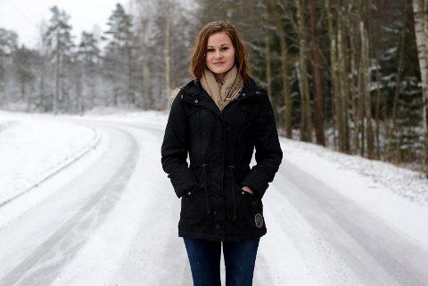 Ser bedre konsekvensene: ? Jeg tror at jenter ser hva konsekvensene av for høy fart kan være. I videokampanjen til Statens vegvesen understreker de også dette, sier Oline Løvestad (18) fra Trøgstad.