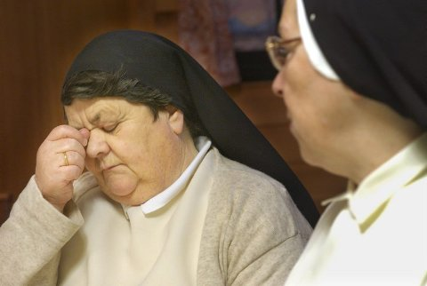 Trist. Søster Anna Mary (til venstre) og søster Sunniva forlater Bodø i 2005 fordi klosteret skal legges ned.Begge foto: Tom Melby