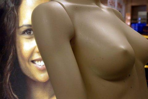 Mange som ønsker større bryster, har ofte dårlig selvtillit.