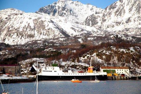 Fylkestinget vil gå inn for to års prøvedrift på fergesambandet Skutvik-Svolvær, men møter motbør hos regionveisjef Torbjørn Naimak.