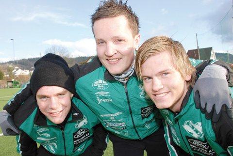 Terje Andreassen (t.v.) og Eirik Fossesholm (t.h.) er de to yngste på årets Vestfossen-lag. Kjetil Guterud (i midten) er blant de eldste.