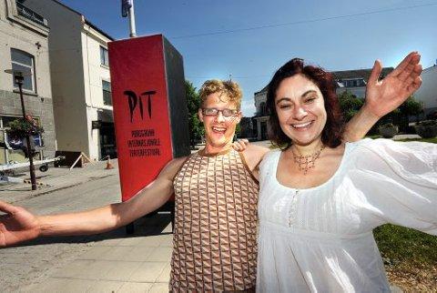 GATESJEFER: Olav Hanto og Anette Røde Hagnell ser frem til å blåse nytt liv i Porsgrunns gater. 13. juni braker det løs med parade på åpningsshowet.