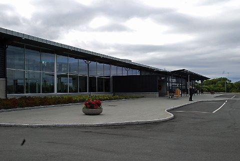 SKINNENDE BYGG: Det nye terminalbygget sto skinnende klart til å ta imot gjester tirsdag.