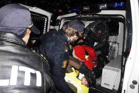 GOD BEHANDLING: Natur og Ungdom gir politiet godt skussmål etter at de ble arrestert og innbrakt.
