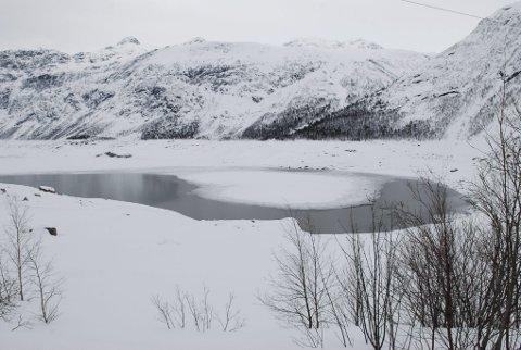 Norsk Meteornettverk ber folk være oppmerksomme ved Ringdalsvatnet. Der kan det nemlig ha regnet meteoritter denne uka. Illustrasjonsbilde.