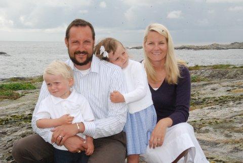 Omgitt av hav og svaberg feiret kronpårins Håkon sin 35-års dag søndag.