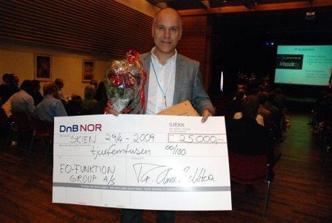 INNOVASJONSPRIS: EO funktion group AS vant innovasjonsprisen på Grenland expo i går. Daglig leder Birger Tufte Johansen var både stolt og glad.