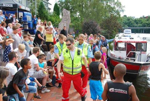 ØVELSE: Ambulansepersonell holdt en øvelse under arrangementet.  FOTO: KARI OLIV VEDVIK