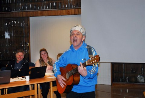 Årets ildsjel: Toto Osland har siden han flyttet til Larvik på 70-tallet lagt ned tusenvis av dugnadstimer i diverse lag og foreninger. I går ble han tildelt Larvik Idrettsråds ildsjelpris. (Foto: Ola Lunde)