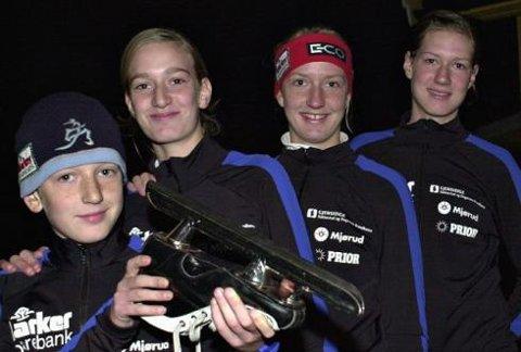 NY KLUBB:  Erik (11), Suzanne (13), Frida (16) og Wibeke van Megen (18) forlot Båstad IL for å bli bedre skøyteløpere i Rakkestad IF. Men fortsatt vil treningen foregå  i Båstad.