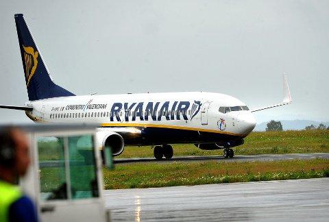 VARSLET NØDLANDING: Et Ryanair-fly hadde en noe hard landing på Rygge torsdag kveld. (Illustrasjonsfoto)