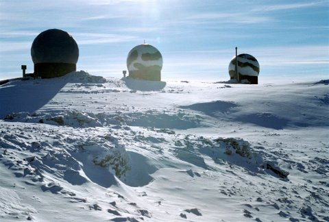 FORSVAR I NORD: Forsvarets tilstedeværelse i Nord-Norge vil være betydelig også i årene som kommer. Her fra CRC-stasjonens radaranlegg i Sørreisa, der aktiviteten skal utvides. Foto: Forsvaret