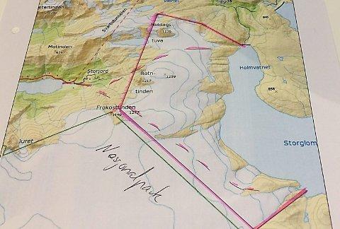 Lett tilgjengelig. Isblokkene skal utvinnes fra et område av Svartisen som ligger utenfor Saltfjellet-Svartisen nasjonalpark, og flys ut med helikopter.