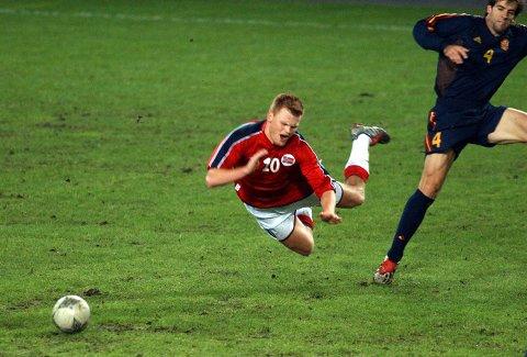 John Arne Riise og Norge sine EM-drømmer ble knust da Norge møtte Spania til andre playoff-kamp på Ullevaal 19. november 2003.
