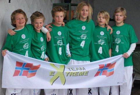 TEAM EXTREME: Gutta i Team Extreme fikk en pris og ble nominert til en annen under den skandinaviske finalen av First Lego League. Foto: Privat