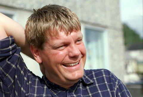LATTERLIG MYE SKATT: Knut Are Mortensen, tidligere journalist og komiker og nå kommunikasjonssjef i Troms fylkeskommune, fant ut at han har betalt eiendomsskatt for eiendom som i 1973 ble ekspropriert av Tromsø kommune. Foto: Simen Fangel