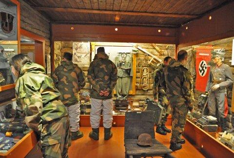KRIGSHISTORIE: Innsatsstyrken i HV-17, Ida og Lyra, syntes det var en hyggelig avslutning på øvelsen i Alta besøke Tirpitz museet i Kåfjord.