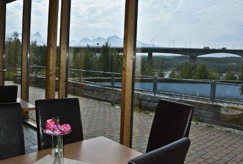 Utsikt. Straumen, brua og fjellene. Det er mye å se på. I planene for Magic Saltstraumen ligger helårsdrift og en plass i kurs- og konferansemarkedet.