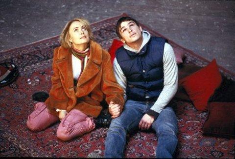 Josh Hartnett som autisten Donald, og Radha Mitchell som Isabelle i «Mozart and the Whale».