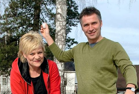Finansminister Kristin Halvorsen og statsminister Jens Stoltenberg morer seg innimellom de tøffe takene om neste års statsbudsjett.
